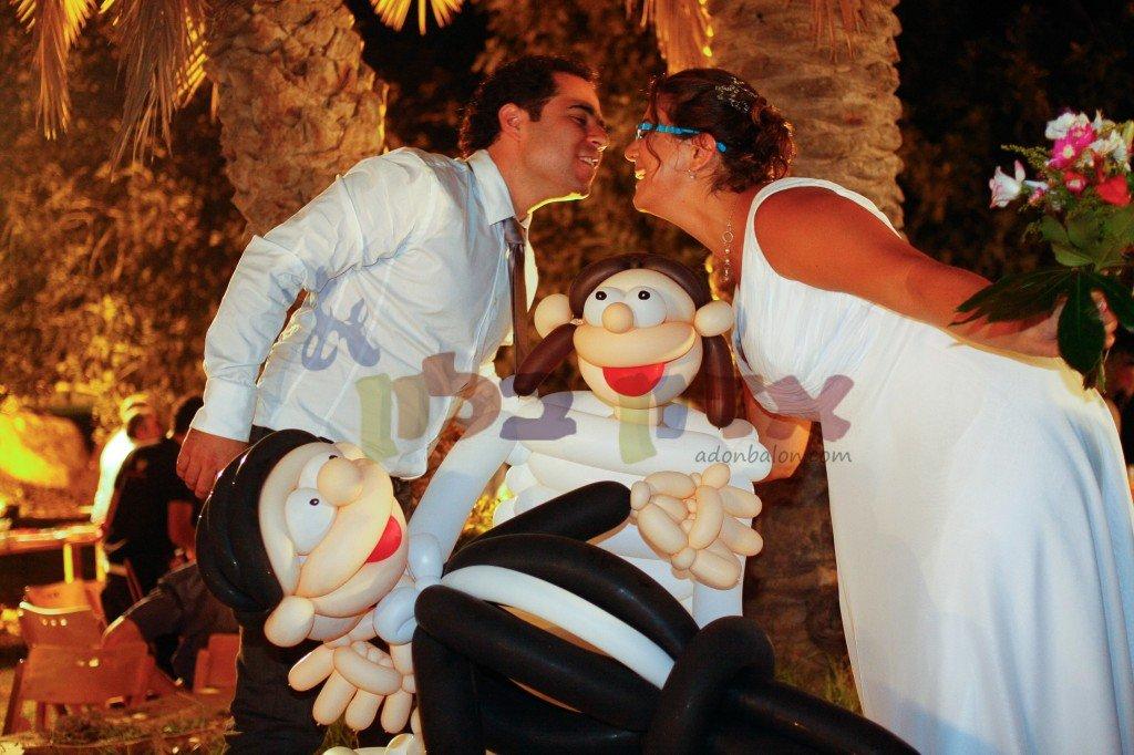 חתן וכלה מבלונים בגודל אמיתי! אטרקציות לחתונה זה אדון בלון!